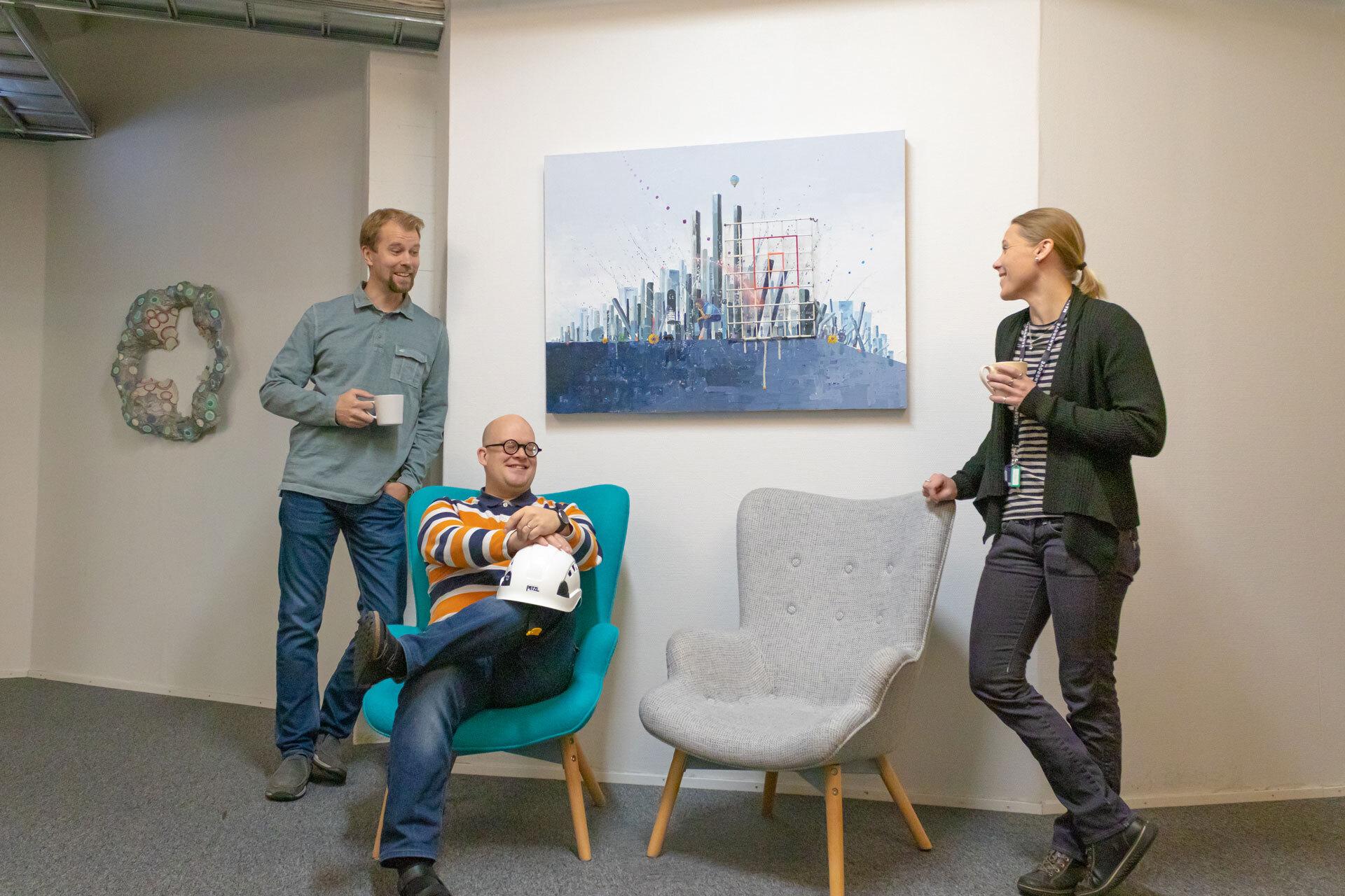 Vasemmalla Ville Autio, keskellä Atte Niemi ja oikealla Miia Lehtinen.